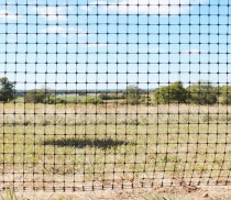 poly-deer-fence-with-rodent-control-barrier