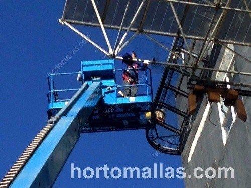 Instalacion con grua de la protección anti-pájaros GUACAMALLAS en grandes alturas