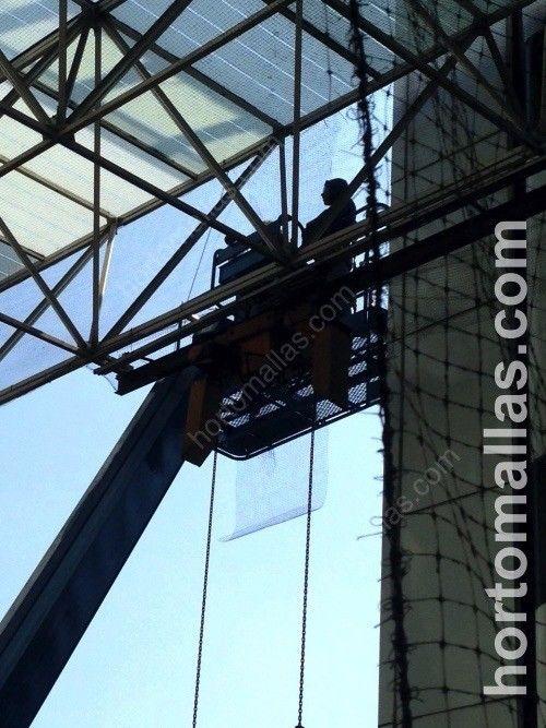 Protección anti-pájaros GUACAMALLAS detalle de la instalación en grandes alturas