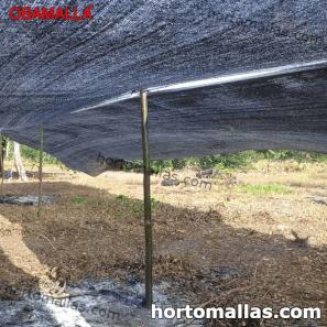 Malha/Rede de sombra OBAMALLA® instalada para protecção contra o sol.