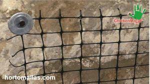CHICKENMALLA® malla pollera es fácil de instalar y evita lesiones ya que es flexible y fácil de manipular.