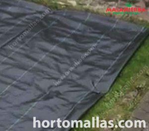 Esta tela impede que organismos indesejados entrem em contato com a terra evitando o desperdício de nutrientes.