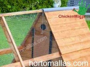 chicken tractor used for protection of poultries