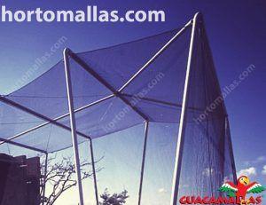estructura hecha con red anti pájaros