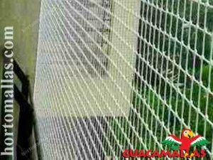 casa con protección de red anti-pájaros