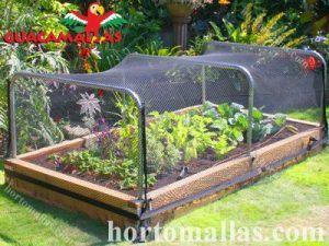 jardín con protección de la red anti-pájaros