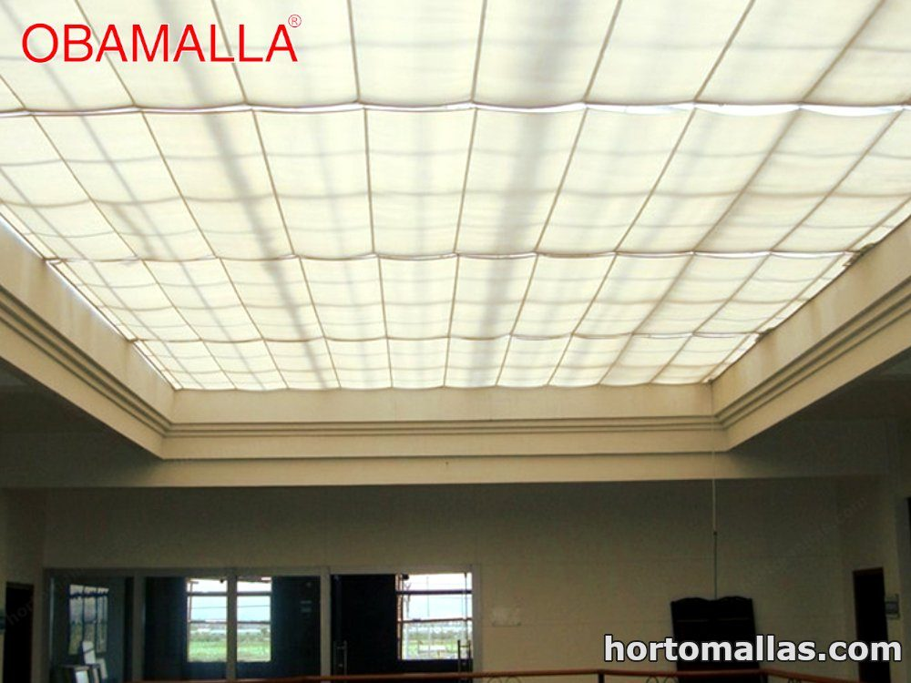 La malla raschel OBAMALLA® para domos y toldos ayuda a proteger del sol cualquier área permitiendo que el viento pase ligeramente brindando un clima agradable.