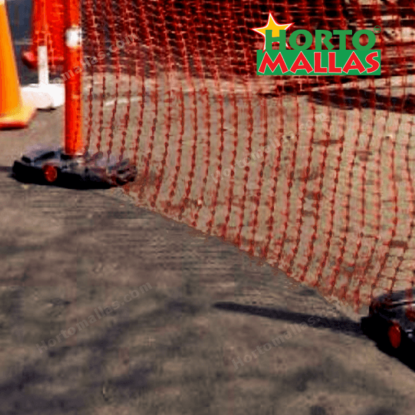 The mesh offers security and protection, being that its color is easily identifiable and constitutes a resistant barrier.