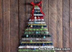 Chicken wire Christmas tree Decoration