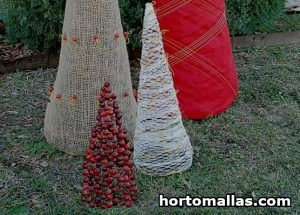 Chicken Wire Yard Decorations