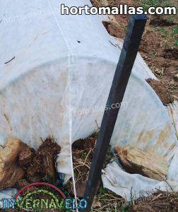 micro tunel hecho con manta térmica INVERNAVELO® protegiendo cultivos
