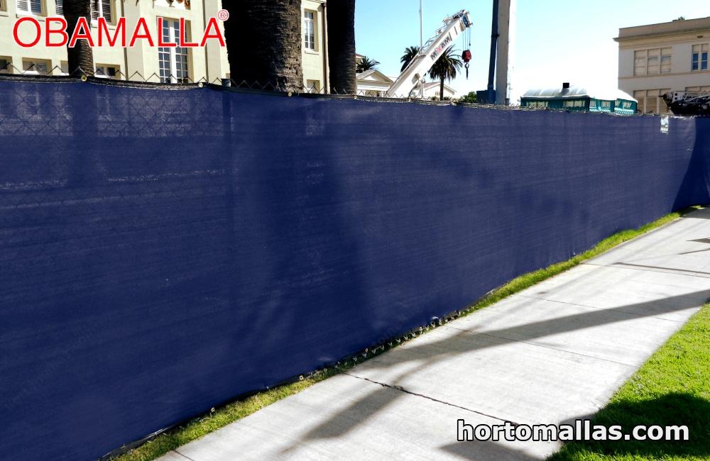 malla sombra instalada de color azul