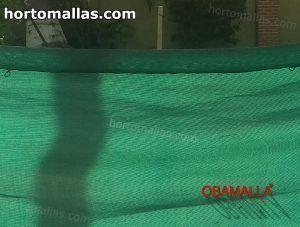 malla sombra verde usada para privacidad en hogar