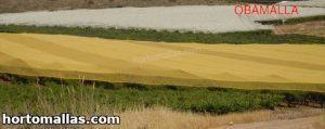 malla sombra naranja sobre cultivos en campo