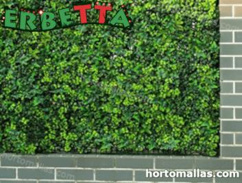 plantas artificiales instaladas en muro.