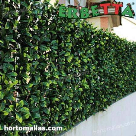 follaje sintetico decorando exterior de hogar