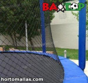 malla deportiva instalada en trampolin