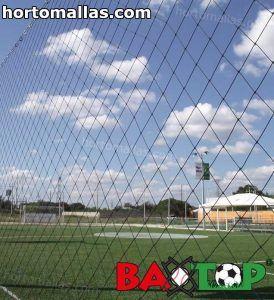 malla BAXTOP instalada en campo de futbol