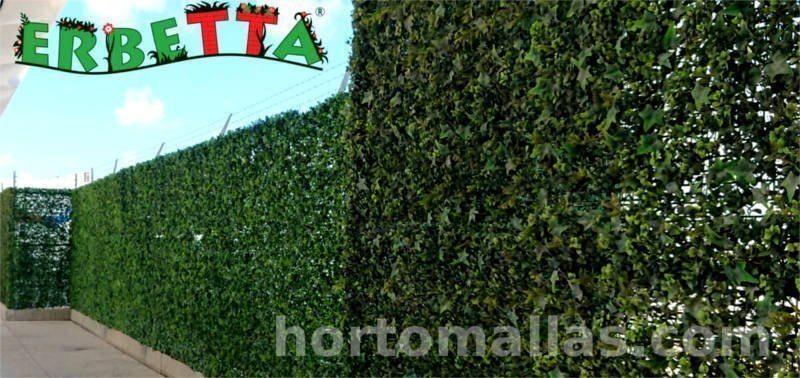 muro verde en malla ciclónica con follaje artificial