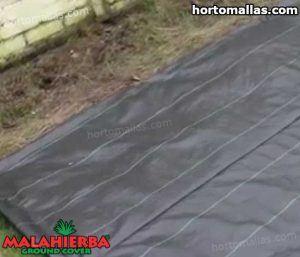 tela malahierba usada para proteger plantas es jardin