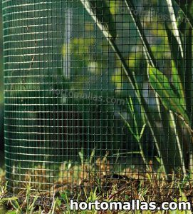 malla instalada para proteger cultivos