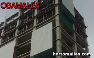 edificio en construcción con malla sombra
