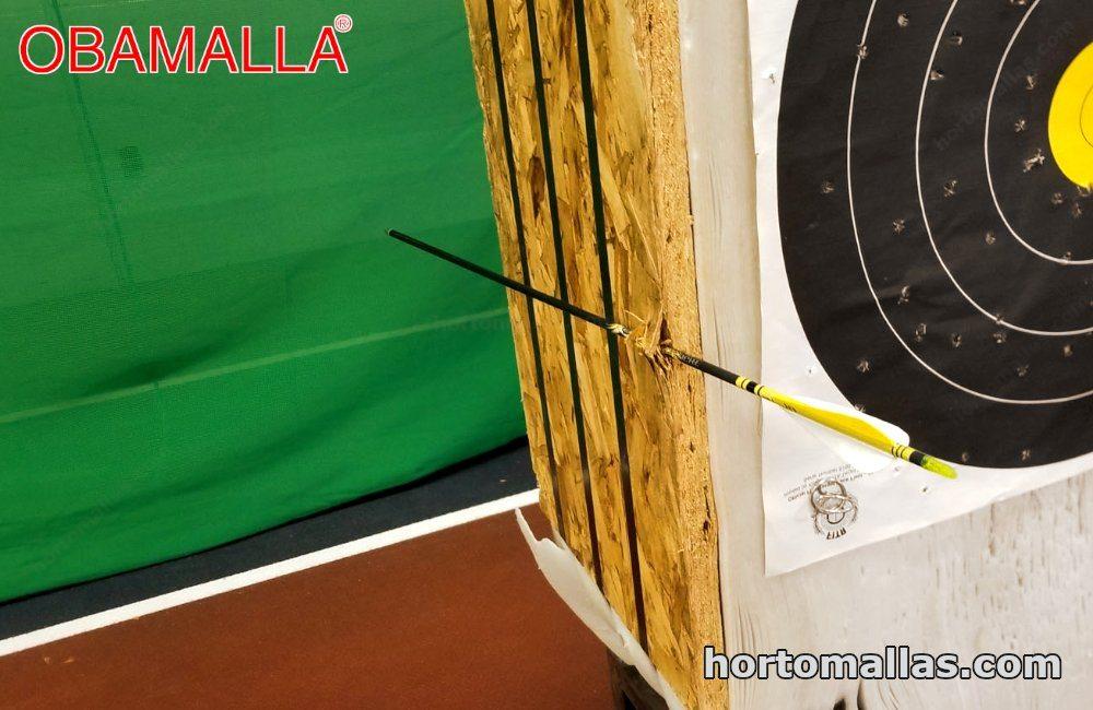 Malla de color verde en zona de tiro de arco