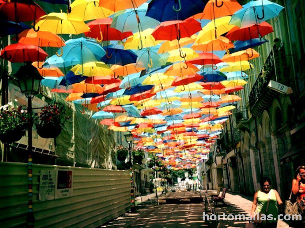 Decorar y sombrear la calle es tendencia. Desde paraguas a Mallas ...