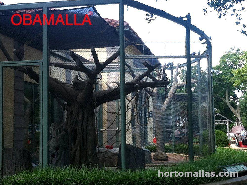 Obamalla instalada en el recinto de un animal del zoológico