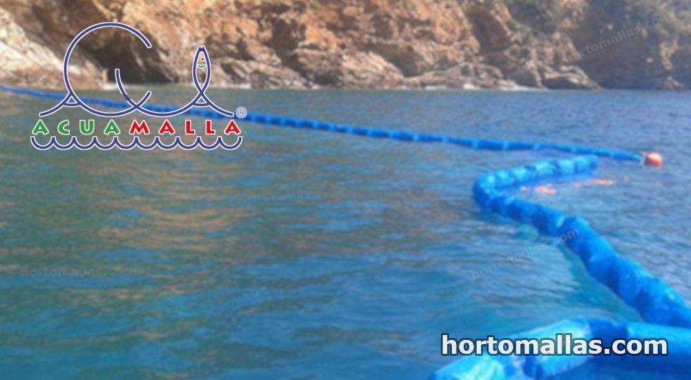 acuamalla  anti-medusas instalada con sus flotadores para su distinción