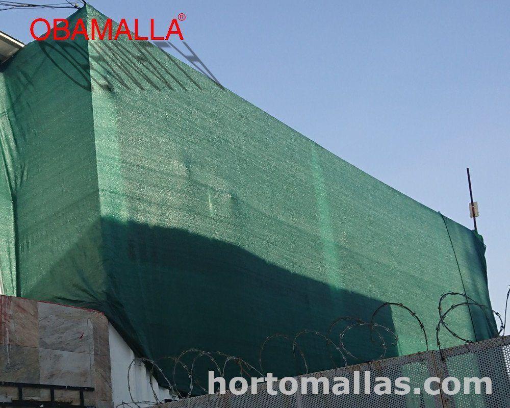 fachada metálica con malla sombra