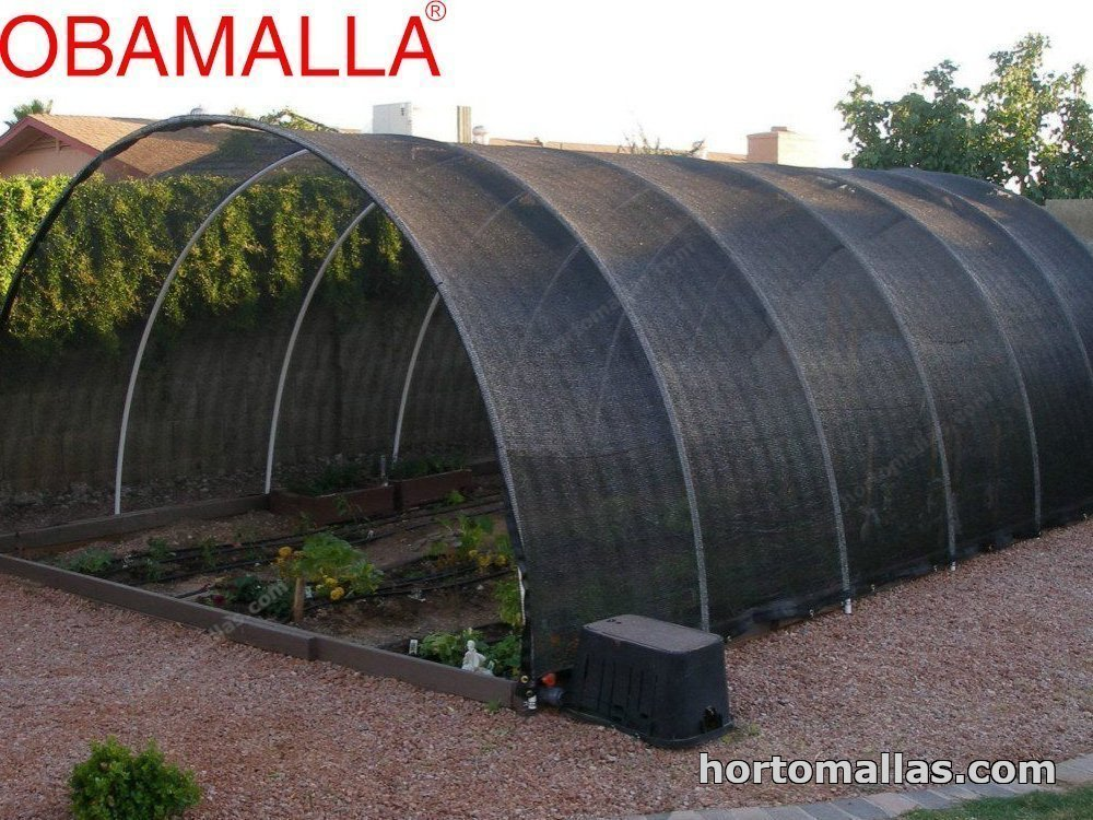 malla para dar sombra OBAMALLA® Instalada como macrotunel  en unos cultivos